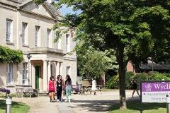 Wycliffe College, летняя школа в Англии, вид с улицы здания школы фото 2