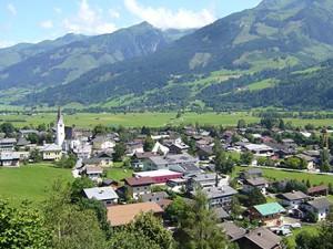 Общий вид окружающей природы, где находится летний лагерь в Австрии Zell am See