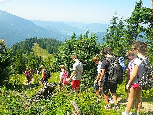 Пешая прогулка по горам в языковом лагере в Австрии St. Gilgen International School