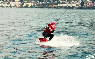 Катание и обучение водным видам спорта в летнем лагере в Швейцарии для детей