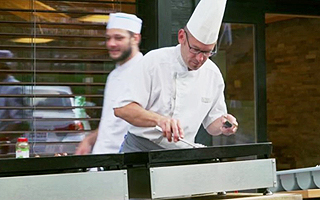 Прекрасные и творческие повара школы не оставят ребят равнодушными к еде