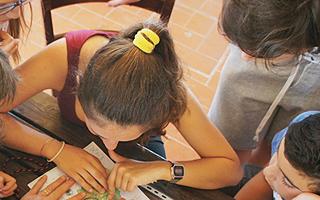 Задание проложить маршрут на карте Летняя школа в Италии Alphabet outdoor exploration