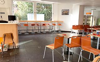 Комнта где проходят занятия в летнем лагере в Швейцарии  FriLingue Leysin